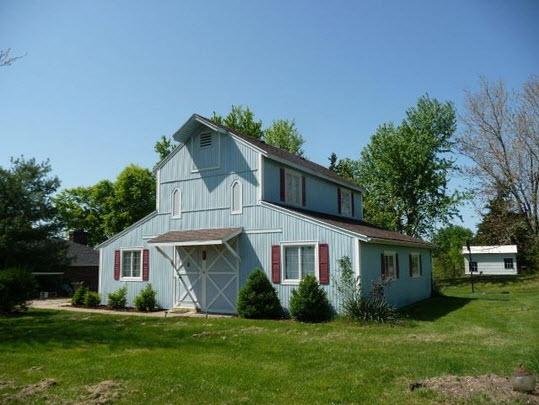 DIY DOrk's barnhouse front